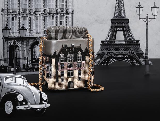 건축물을 담은 유니크한 디자인의 핸드백